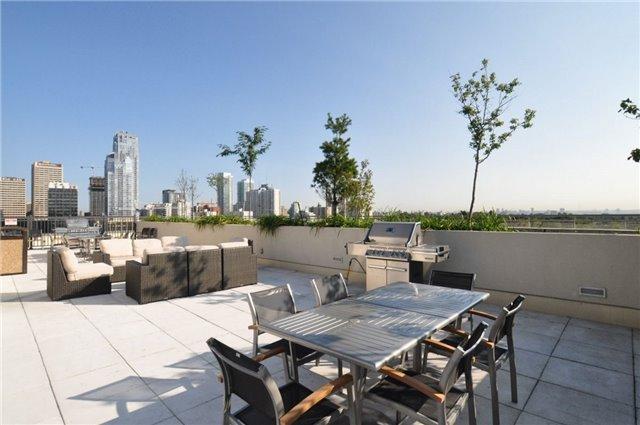 Condo Apartment at 23 Glebe Rd W, Unit 819, Toronto, Ontario. Image 4