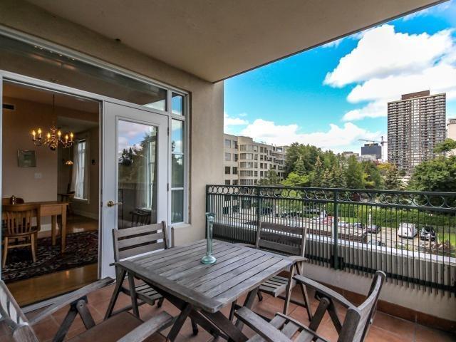 Condo Apartment at 21 Shaftesbury Ave, Unit 401, Toronto, Ontario. Image 5