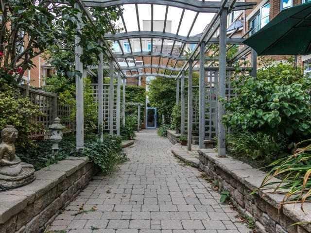 Condo Apartment at 21 Shaftesbury Ave, Unit 401, Toronto, Ontario. Image 10