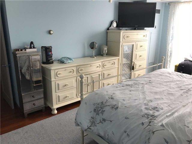 Condo Apartment at 278 Bloor St E, Unit 902, Toronto, Ontario. Image 4