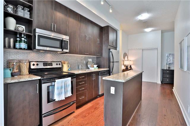 Condo Apartment at 112 George St, Unit 717, Toronto, Ontario. Image 16