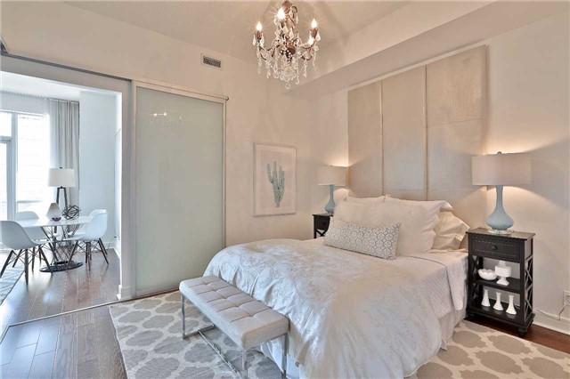 Condo Apartment at 112 George St, Unit 717, Toronto, Ontario. Image 2