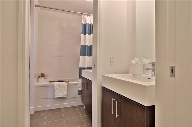 Condo Apartment at 112 George St, Unit 717, Toronto, Ontario. Image 6