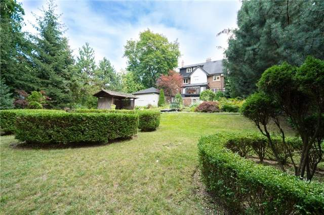 Detached at 124 Lawrence Cres, Toronto, Ontario. Image 15