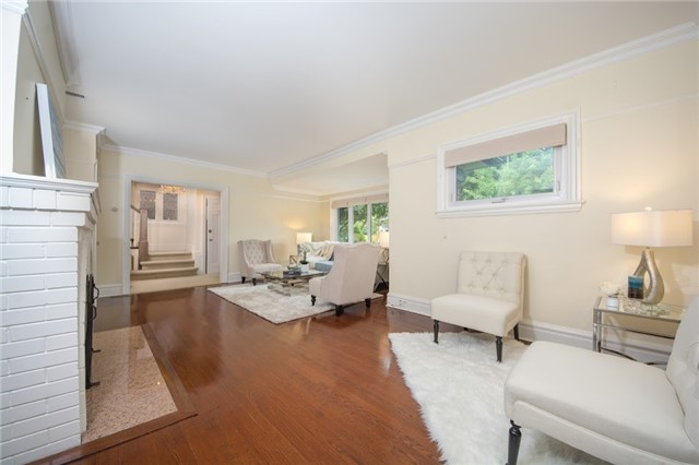 Detached at 124 Lawrence Cres, Toronto, Ontario. Image 18