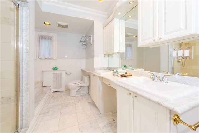 Detached at 124 Lawrence Cres, Toronto, Ontario. Image 5