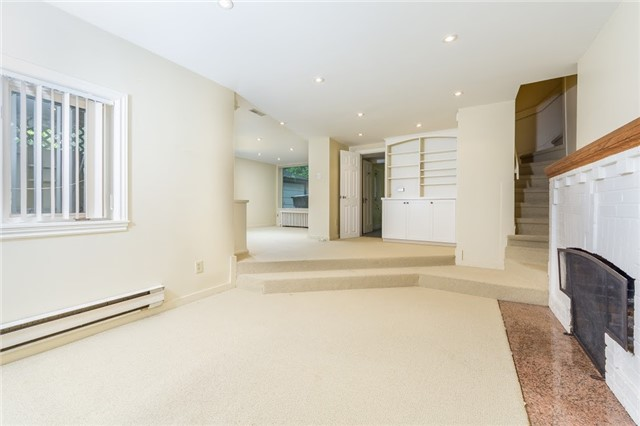 Detached at 124 Lawrence Cres, Toronto, Ontario. Image 6
