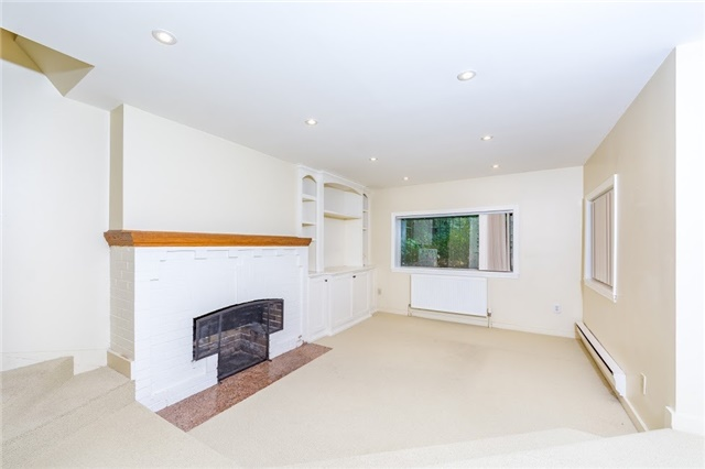 Detached at 124 Lawrence Cres, Toronto, Ontario. Image 7
