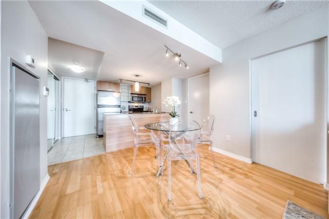 Condo Apartment at 38 Grenville St, Unit 2001, Toronto, Ontario. Image 10