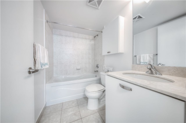 Condo Apartment at 38 Grenville St, Unit 2001, Toronto, Ontario. Image 17