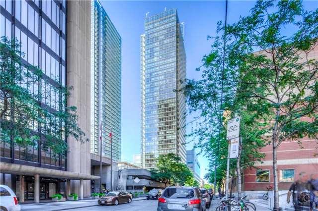 Condo Apartment at 38 Grenville St, Unit 2001, Toronto, Ontario. Image 9