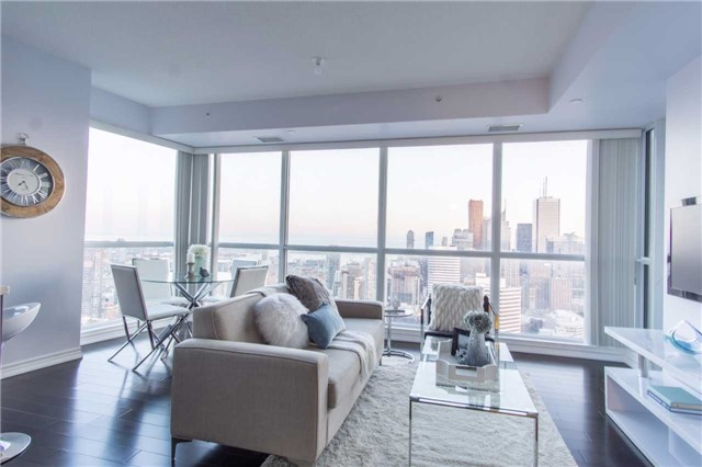 Condo Apartment at 386 Yonge St, Unit 5007, Toronto, Ontario. Image 1
