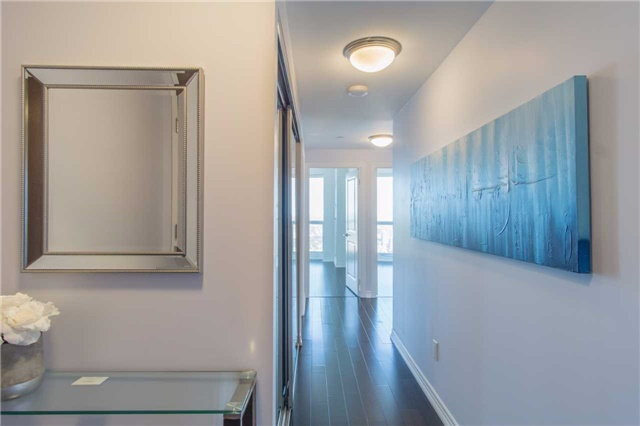 Condo Apartment at 386 Yonge St, Unit 5007, Toronto, Ontario. Image 9