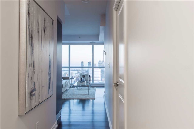 Condo Apartment at 386 Yonge St, Unit 5007, Toronto, Ontario. Image 10
