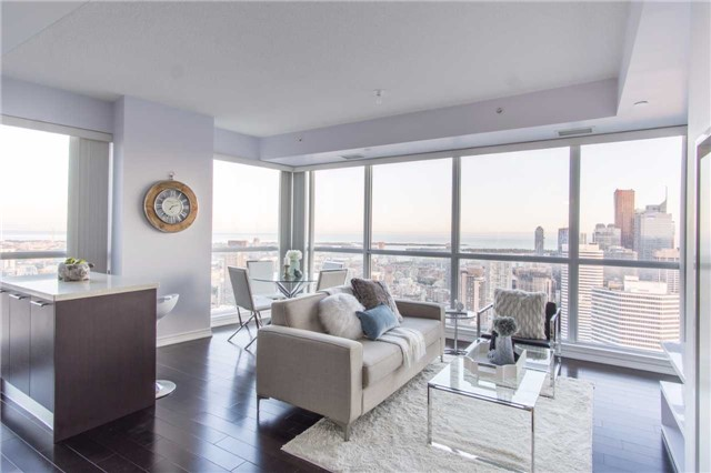 Condo Apartment at 386 Yonge St, Unit 5007, Toronto, Ontario. Image 11
