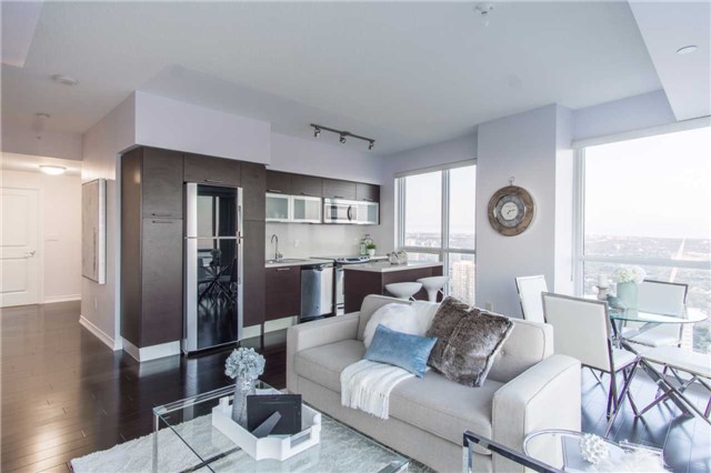 Condo Apartment at 386 Yonge St, Unit 5007, Toronto, Ontario. Image 12