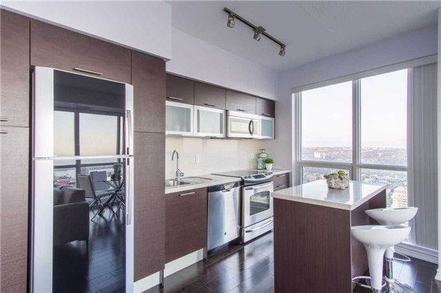 Condo Apartment at 386 Yonge St, Unit 5007, Toronto, Ontario. Image 13