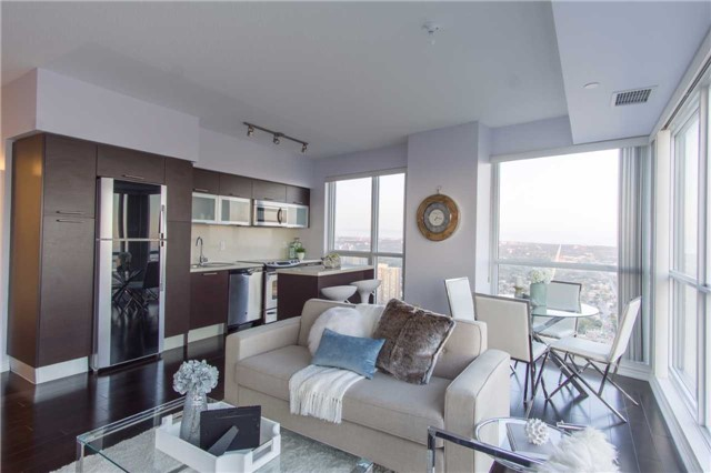 Condo Apartment at 386 Yonge St, Unit 5007, Toronto, Ontario. Image 14