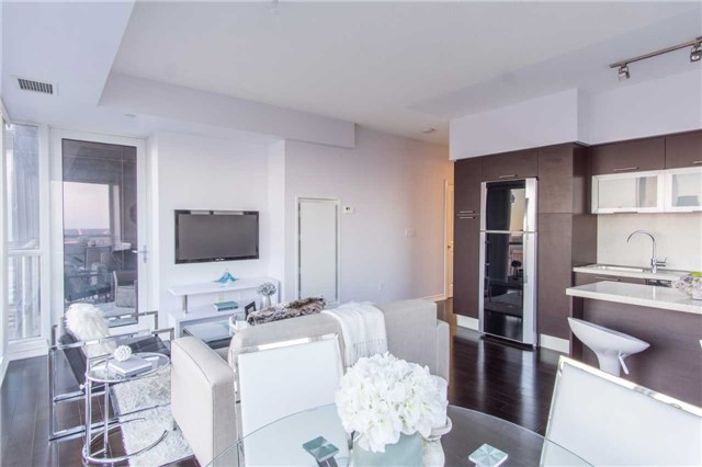 Condo Apartment at 386 Yonge St, Unit 5007, Toronto, Ontario. Image 15