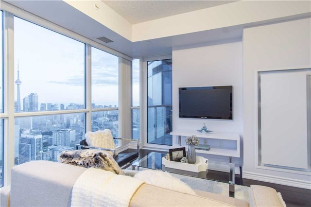 Condo Apartment at 386 Yonge St, Unit 5007, Toronto, Ontario. Image 16