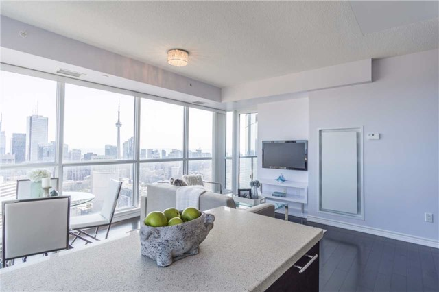 Condo Apartment at 386 Yonge St, Unit 5007, Toronto, Ontario. Image 2