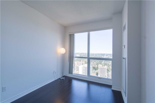 Condo Apartment at 386 Yonge St, Unit 5007, Toronto, Ontario. Image 6