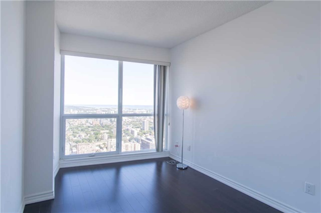 Condo Apartment at 386 Yonge St, Unit 5007, Toronto, Ontario. Image 7