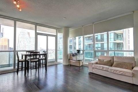 Condo Apartment at 33 Bay St, Unit 4604, Toronto, Ontario. Image 9