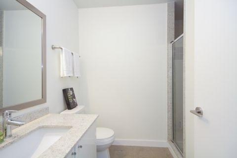 Condo Apartment at 33 Bay St, Unit 4604, Toronto, Ontario. Image 13
