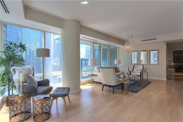 Condo Apartment at 180 University Ave, Unit 1807, Toronto, Ontario. Image 19