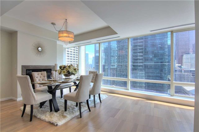 Condo Apartment at 180 University Ave, Unit 1807, Toronto, Ontario. Image 7