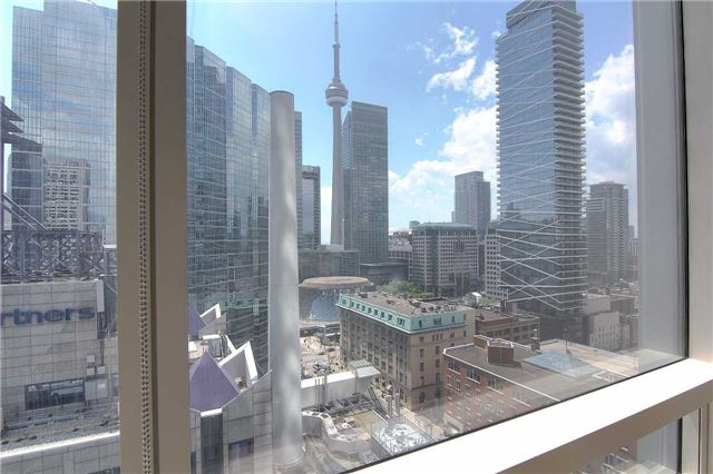 Condo Apartment at 180 University Ave, Unit 1807, Toronto, Ontario. Image 13