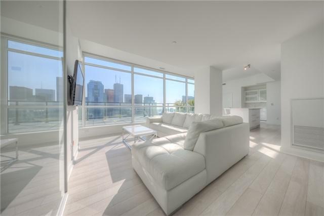 Condo Apartment at 290 Adelaide St W, Unit 4104, Toronto, Ontario. Image 1