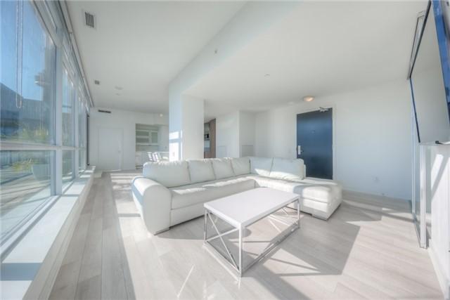 Condo Apartment at 290 Adelaide St W, Unit 4104, Toronto, Ontario. Image 12
