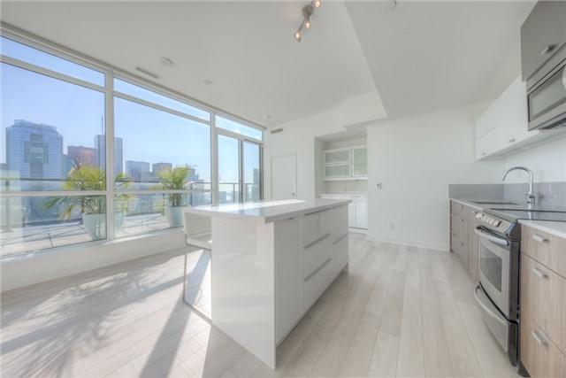 Condo Apartment at 290 Adelaide St W, Unit 4104, Toronto, Ontario. Image 15