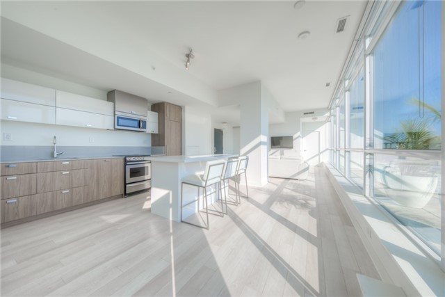Condo Apartment at 290 Adelaide St W, Unit 4104, Toronto, Ontario. Image 16