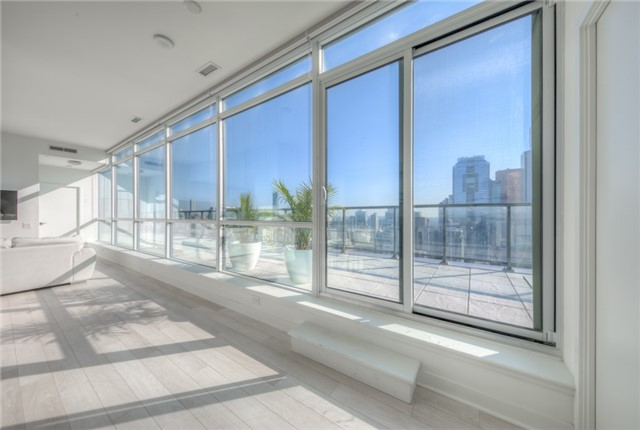 Condo Apartment at 290 Adelaide St W, Unit 4104, Toronto, Ontario. Image 19