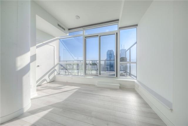 Condo Apartment at 290 Adelaide St W, Unit 4104, Toronto, Ontario. Image 20