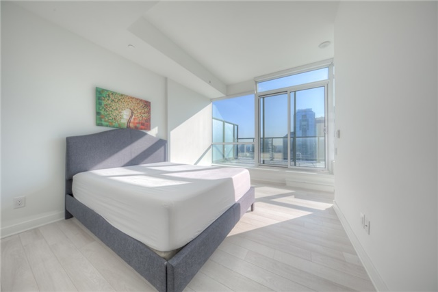 Condo Apartment at 290 Adelaide St W, Unit 4104, Toronto, Ontario. Image 2