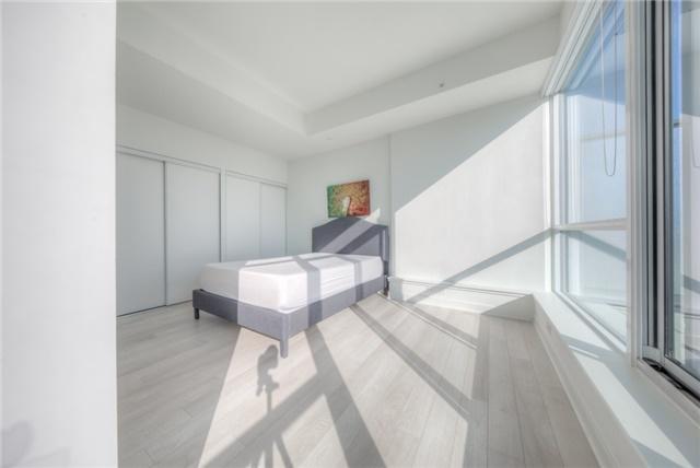 Condo Apartment at 290 Adelaide St W, Unit 4104, Toronto, Ontario. Image 3