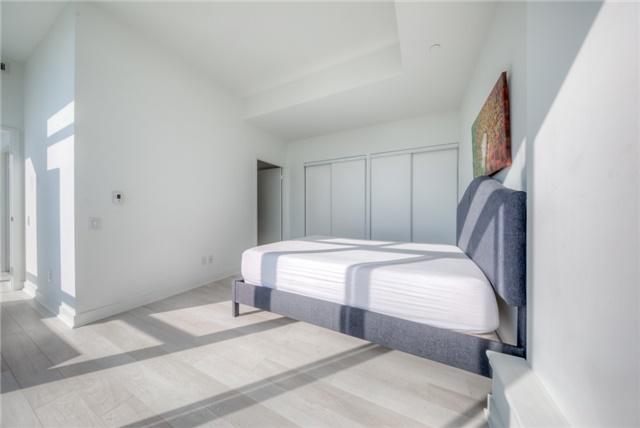 Condo Apartment at 290 Adelaide St W, Unit 4104, Toronto, Ontario. Image 4