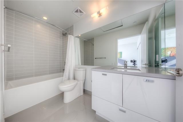 Condo Apartment at 290 Adelaide St W, Unit 4104, Toronto, Ontario. Image 5