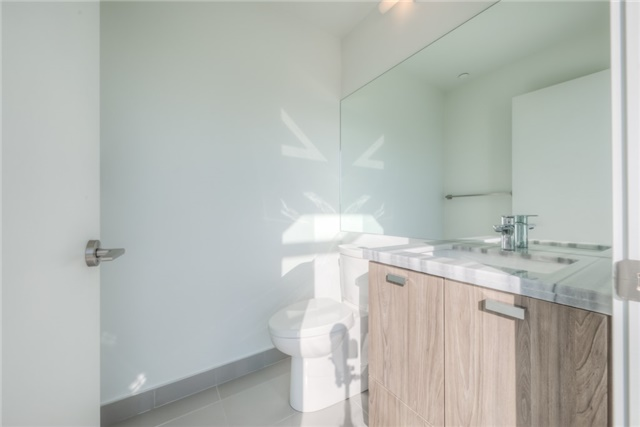 Condo Apartment at 290 Adelaide St W, Unit 4104, Toronto, Ontario. Image 6