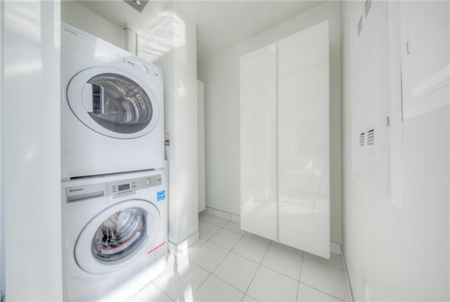 Condo Apartment at 290 Adelaide St W, Unit 4104, Toronto, Ontario. Image 7