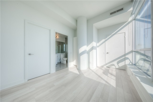 Condo Apartment at 290 Adelaide St W, Unit 4104, Toronto, Ontario. Image 9