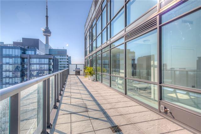 Condo Apartment at 290 Adelaide St W, Unit 4104, Toronto, Ontario. Image 11