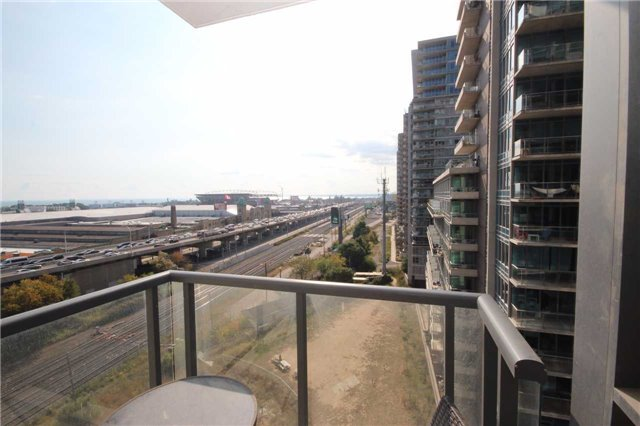 Condo Apartment at 51 East Liberty St, Unit 913, Toronto, Ontario. Image 13
