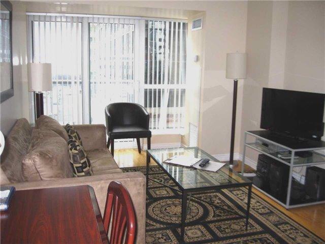 Condo Apartment at 250 Wellington St W, Unit 439, Toronto, Ontario. Image 8