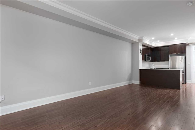 Condo Townhouse at 5 Oakburn Cres, Unit 4, Toronto, Ontario. Image 10