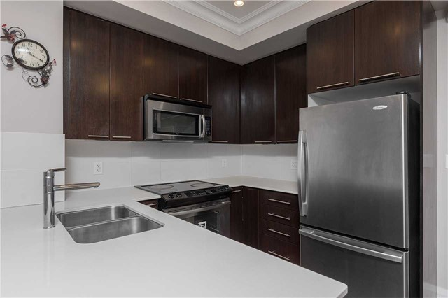 Condo Townhouse at 5 Oakburn Cres, Unit 4, Toronto, Ontario. Image 11